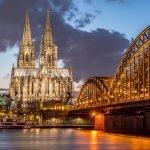 Puente Hohenzollern y Catedral de Colonia en Alemania.