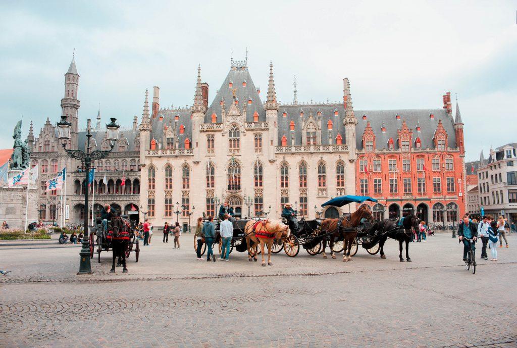 Plaza Burg o Plaza Mayor de Brujas en Bélgica.