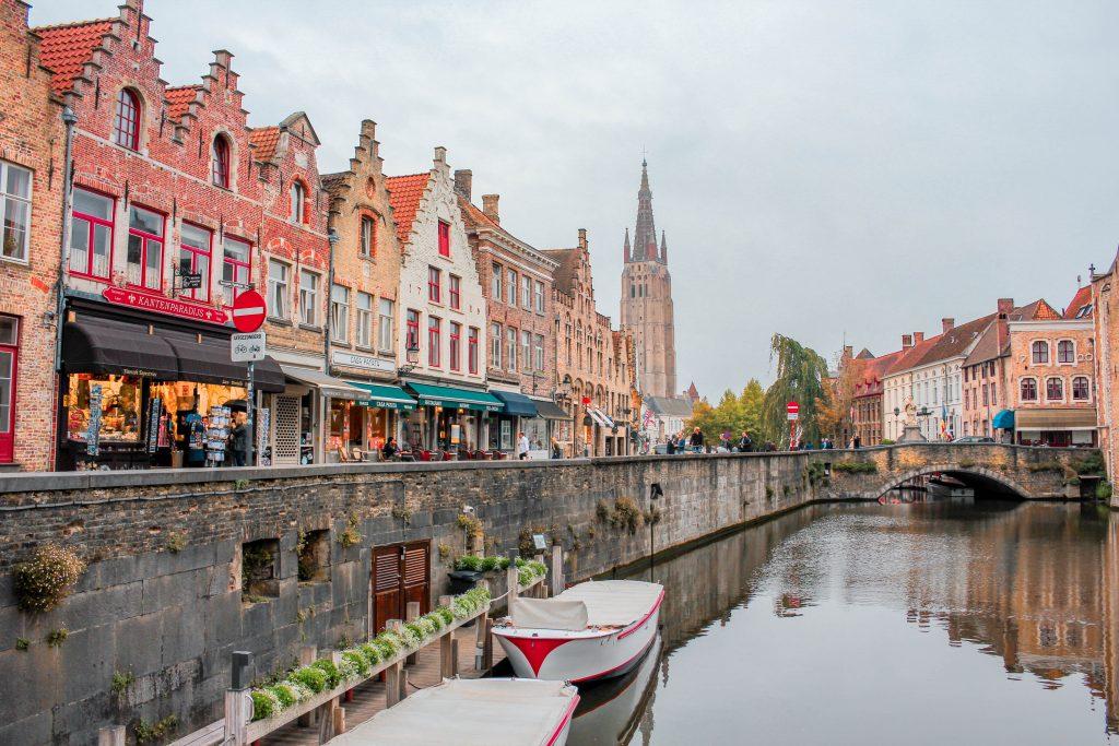 Canales de Brujas en Bélgica.