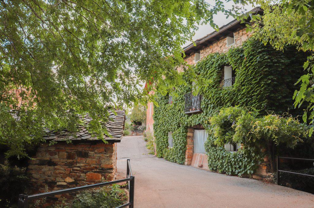 Almiruete. Pueblos con encanto cerca de Madrid, España. Pueblos Ruta de la arquitectura negra Guadalajara