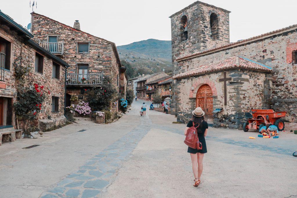 Valverde de los Arroyos. Pueblos con encanto cerca de Madrid, España. Ruta de la arquitectura negra de Guadalajara.