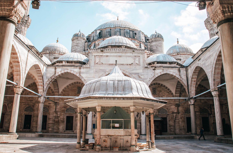 Mezquita de Fatih en Estambul, Turquía