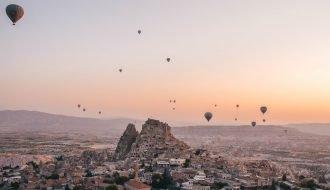 Vuelo en Globo al amanecer en Capadocia, Göreme. Turquía