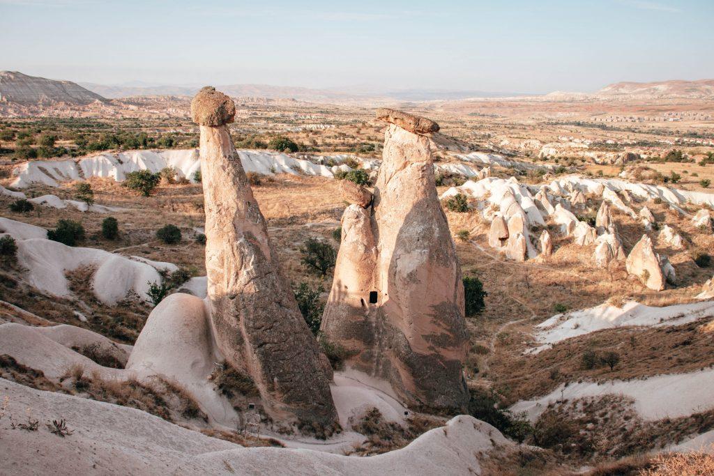 Twin Fairy Chimneys en Capadocia, Turquía