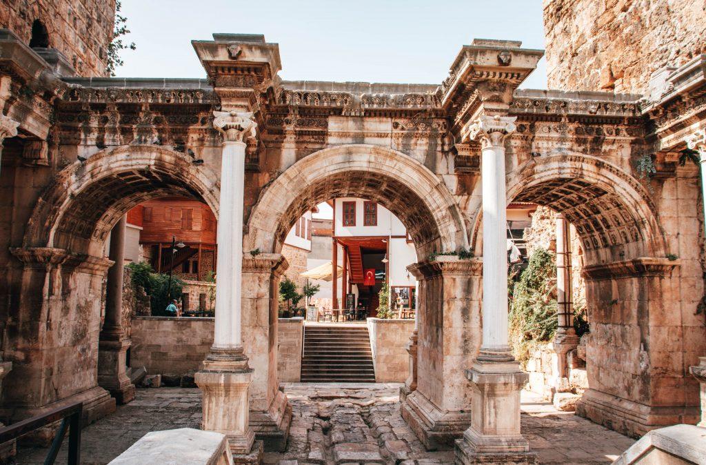 Puerta de Adriano en Antalya, Turquía
