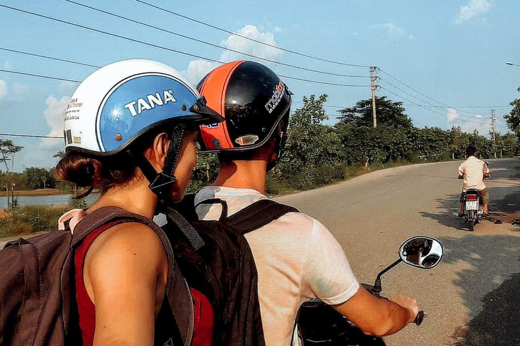 Recorriendo Ninh Binh en moto
