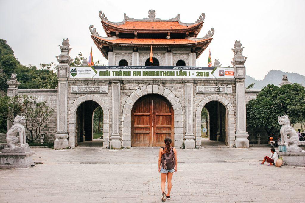 Puerta de entrada a la antigua ciudadela de Hoa Lu en Ninh Binh, Vietnam