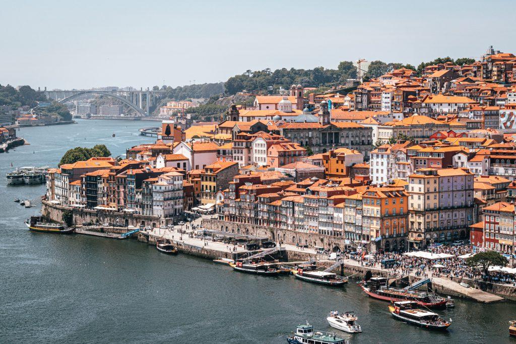 Zona de la Ribeira en Oporto, Portugal.