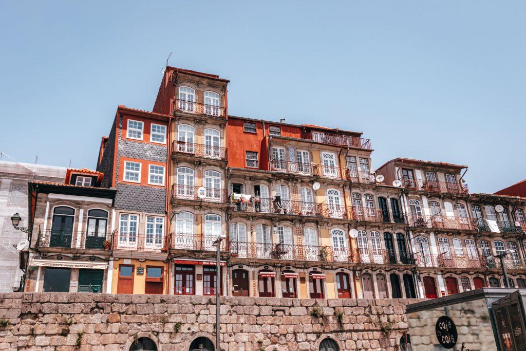La Ribeira, una de las mejores zonas para alojarte en Oporto, Portugal