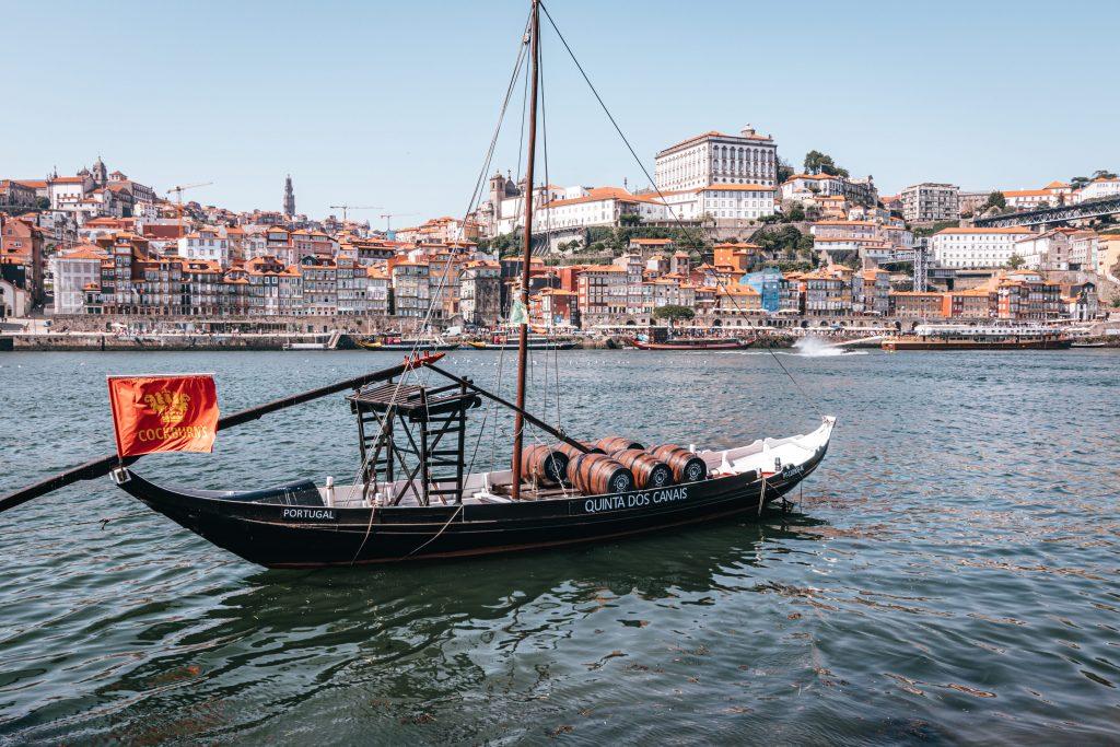 Paseo en barco por el río Duero en Oporto, Portugal.