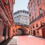Pink Street en la Rua Nova do Carvalho en Lisboa, Portugal